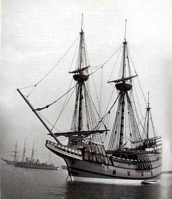 大海里的船 在大海上航行的船没有不带伤的.
